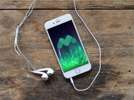Free Download iPhone with Earphone Mockup PSD